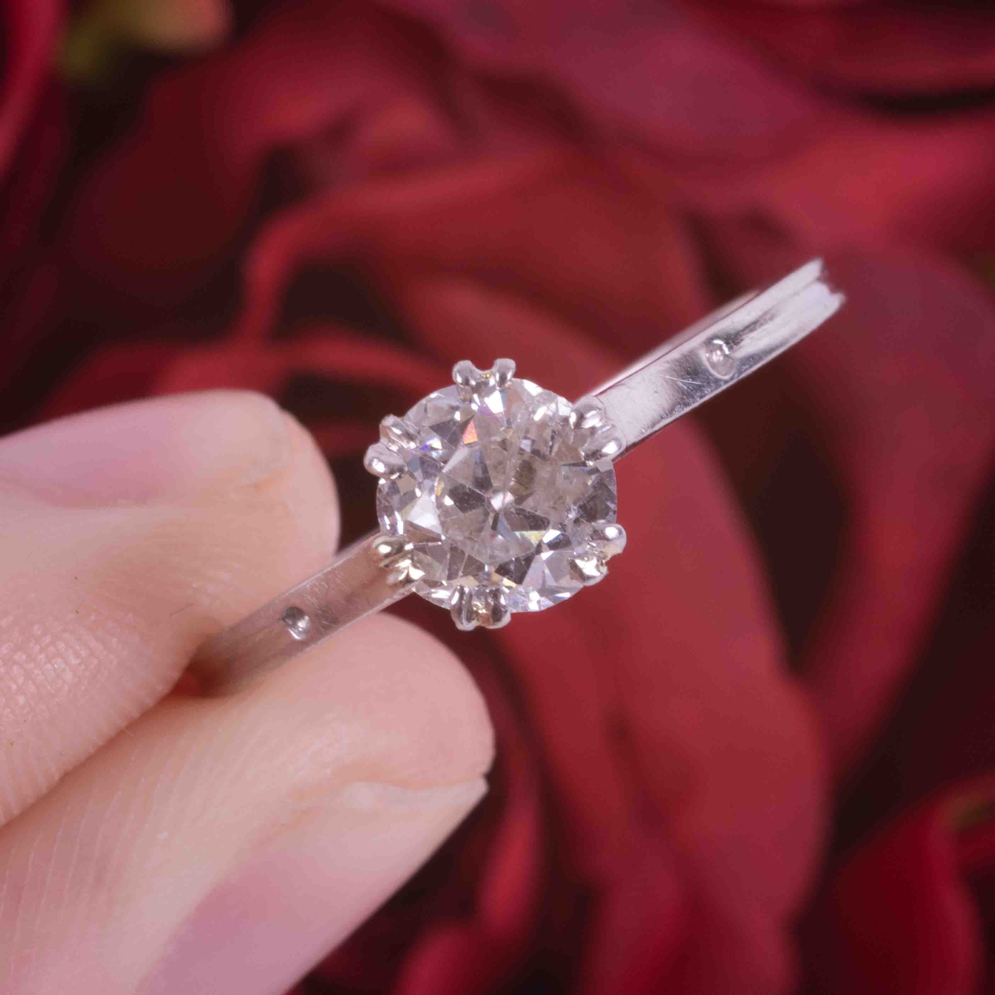 A platinum single stone ring with set with approx. 0.81 carats of old round cut diamond, colour H- - Image 4 of 4