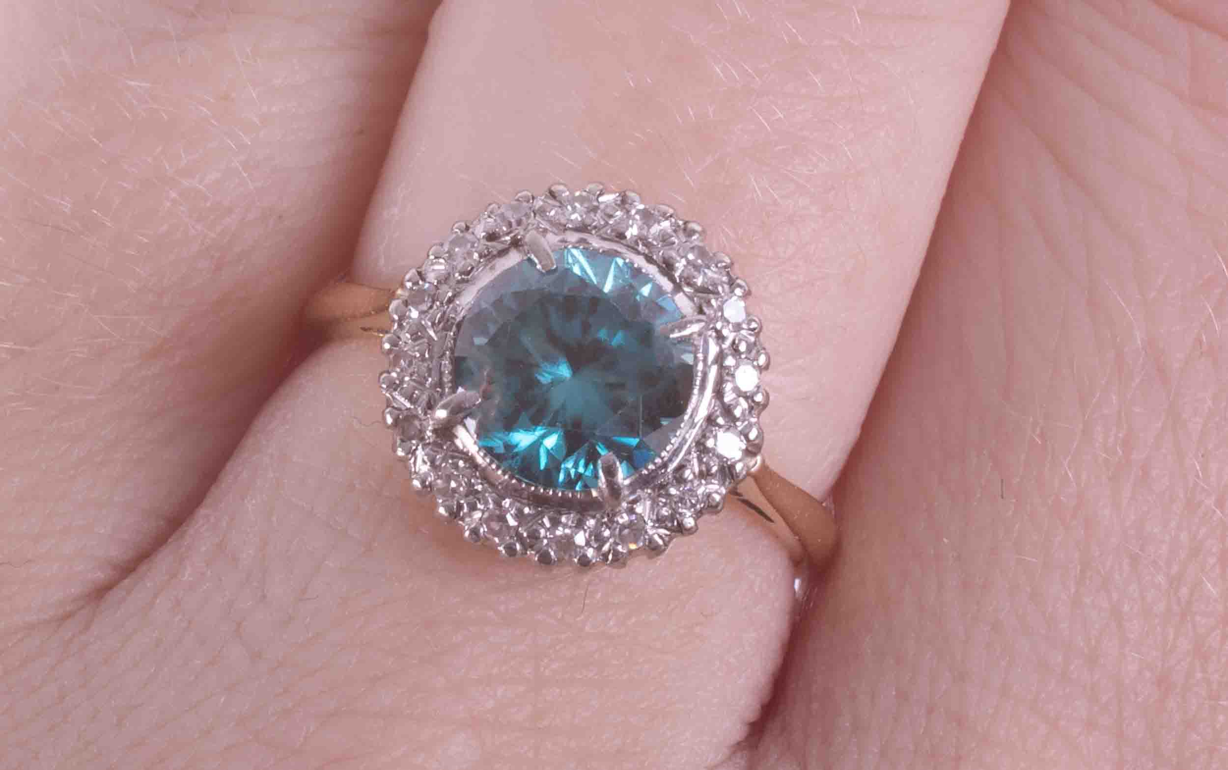 An 18ct yellow gold & platinum cluster ring set with approx. 1.67 carats of blue zircon surrounded - Image 2 of 2