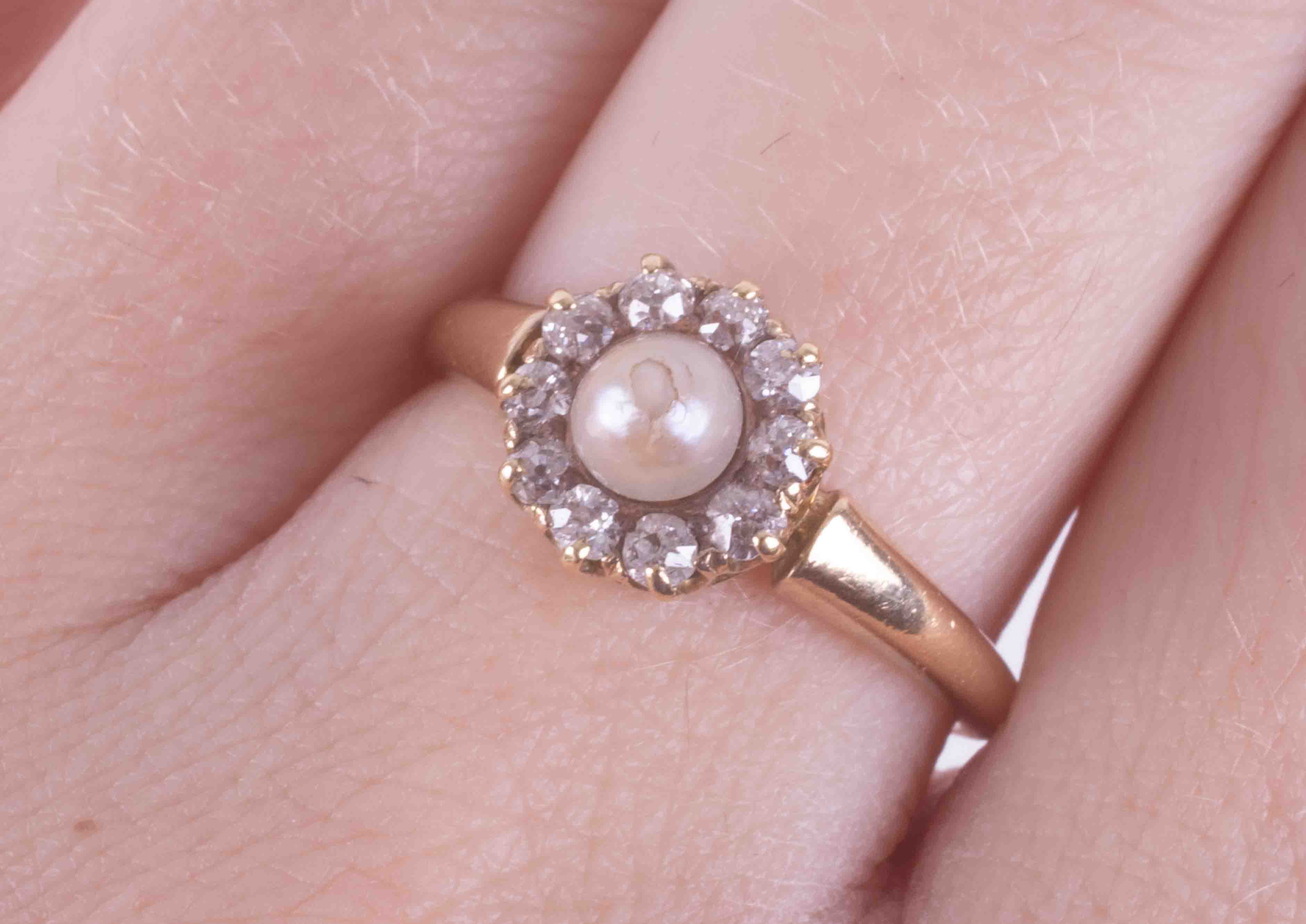 An 18ct yellow gold (not hallmarked or tested) antique ring set with a central pearl surrounded by - Image 2 of 2