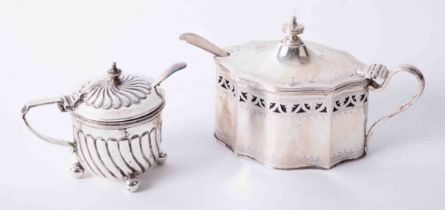 Solid silver hinged lid mustard pots complete with liners and spoons dimensions 6.5cm x 8cm, with