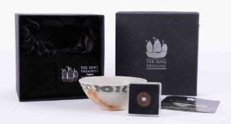 Tek Sing, Sunken Treasure set comprising a bowl from the wreck 1822 and an antique cash coin.