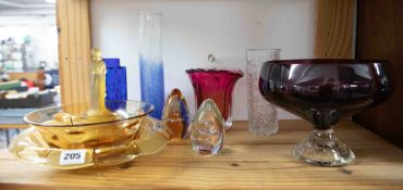 A collection of mixed glass including Art Deco amber centrepiece, Webbs amber bowl etc.
