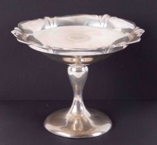 A George V silver pedestal dish approx. 300gms.