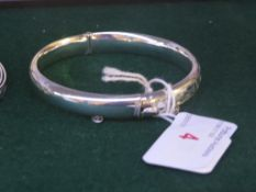 BIRMINGHAM SILVER HOLLOW BANGLE WITH HALF-ENGRAVED DECORATION, O.35 OZT