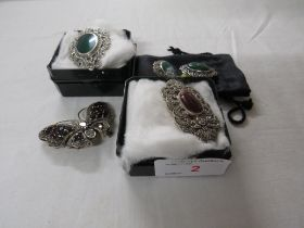 A SELECTION OF 925 WHITE METAL MOUNTED BROOCHES - OBLONG WITH MARCASITES AND RED STONE, OVAL WITH