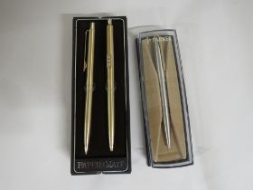 GOLD-COLOURED PAPERMATE PEN AND PENCIL SET (BOXED), AND A STAINLESS STEEL PARKER PEN (BOXED)