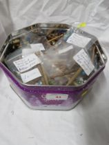TIN OF ASSORTED 2OTH CENTURY AND LATER LACE MAKING BOBBINS