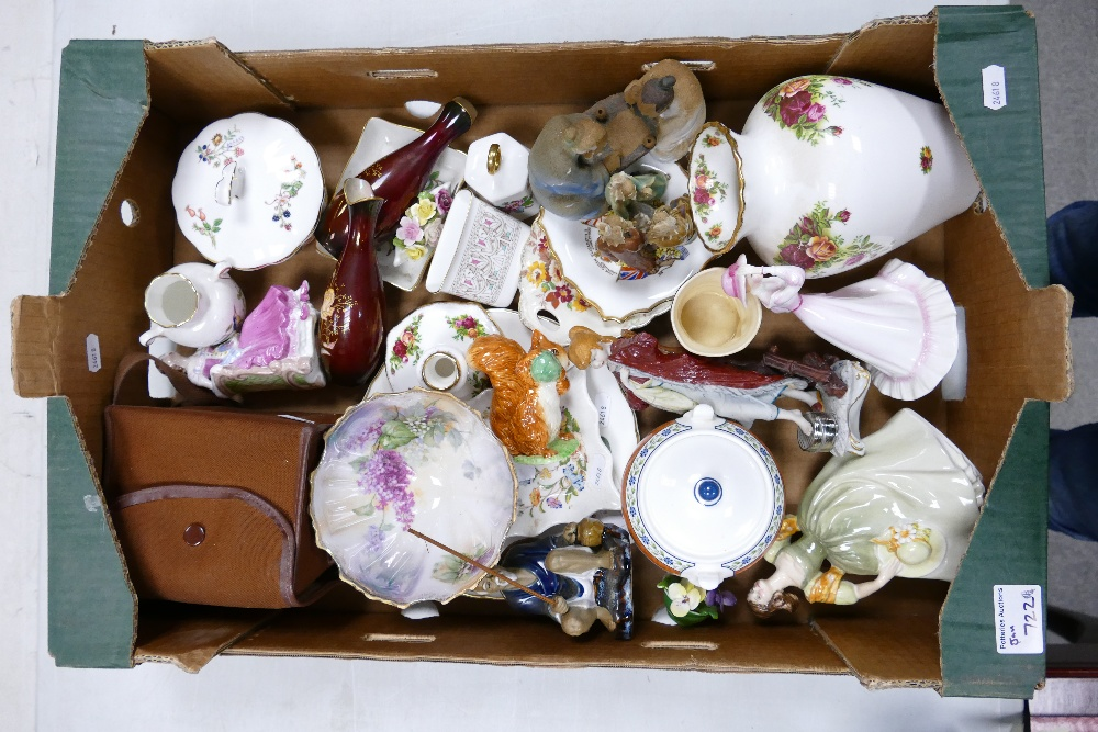 A mixed collection of items to include: Aynsley Vases & dishes, Carlton Ware vases,