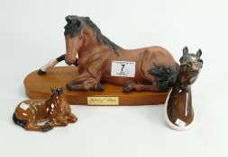 Beswick spirit of peace: on plinth together with another star and arab horses wall plaque 1385 (3)