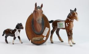 Beswick shire foal 951: together with a Shetland pony 1034 and a troy wall plaque ( 3)