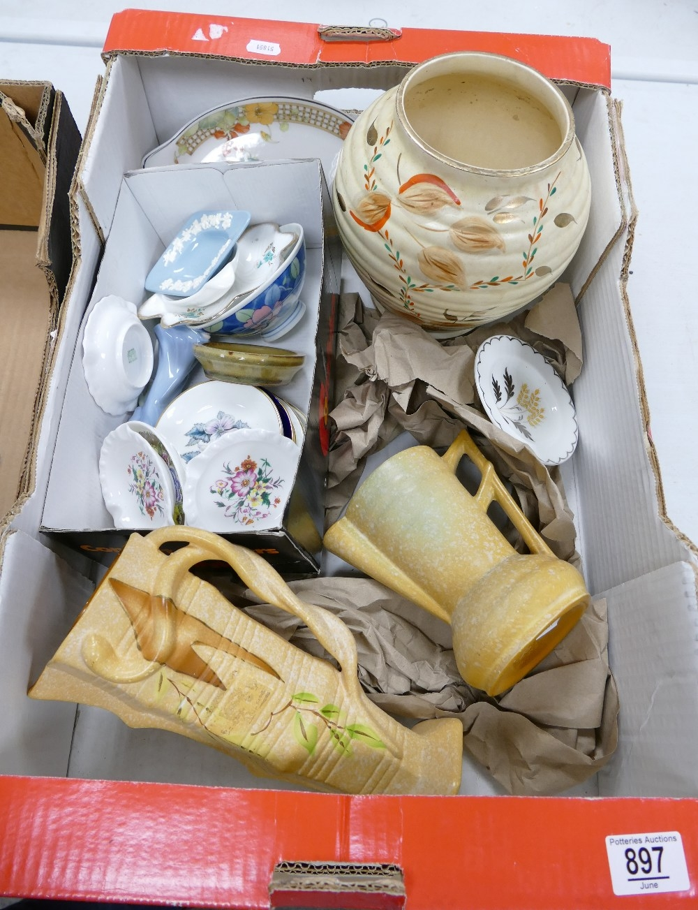 A mixed collection of items to include: Deco Delcroft vases, large Kensington Pottery Vase,