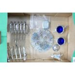 Hallmarked silver vesta case and silver plated items: Includes 2 toast racks, tea pot stand, 3 piece