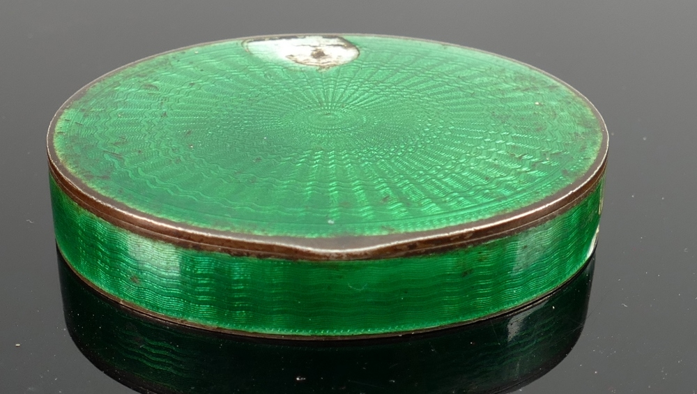 Marius Hammer silver and guilloche enamel Norwegian snuff box: Damage to enamel front and side as