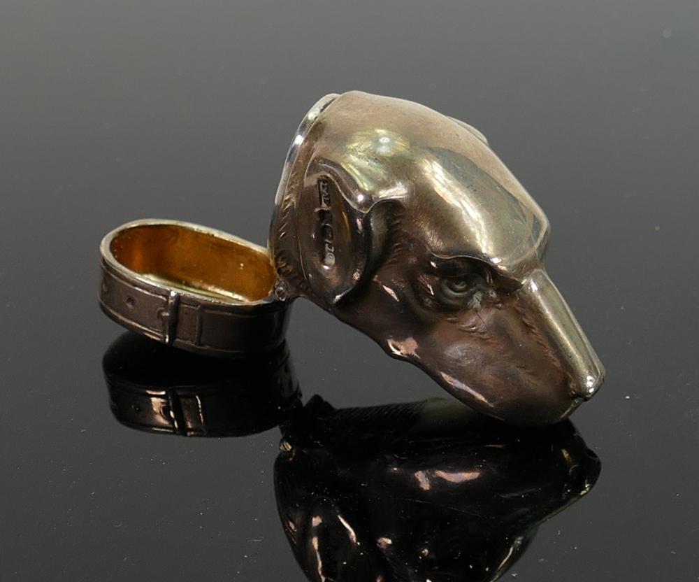 Novelty hallmarked solid silver dogs head vesta case: Bearing London hallmarks for London 2002 46.