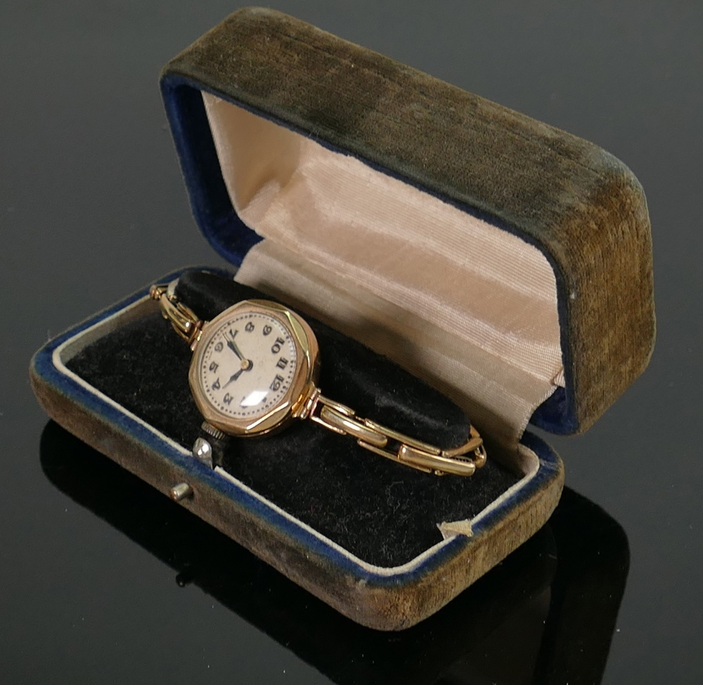 9ct gold ladies watch with metal core gold clad bracelet: Not working.