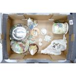 A mixed collection of items to include: damaged Crown Devon Fieldings Musical Tankard, Floral