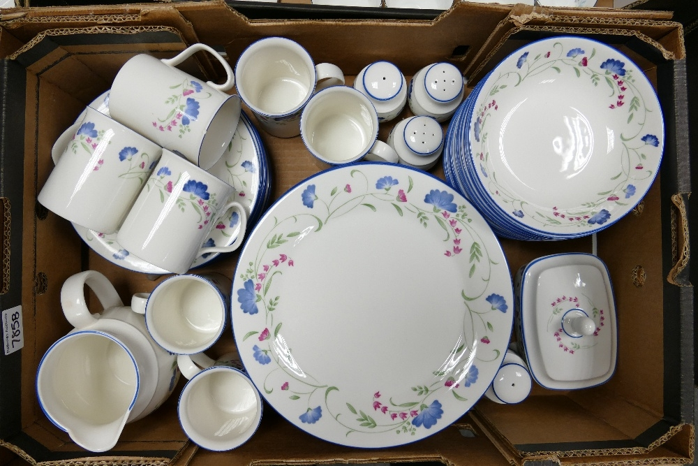 Royal Doulton Expressions Windermere pattern dinner ware: to include dinner plates, bowls, salt