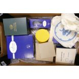 Tray lot collection of glass and ceramics etc.: Including 2 x Royal Doulton cut liqueur glasses,