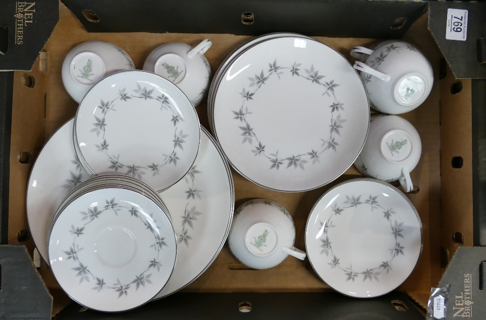 Royal Doulton KIMBERLEY dinner and tea service: Includes 18 piece tea set, plus six of each