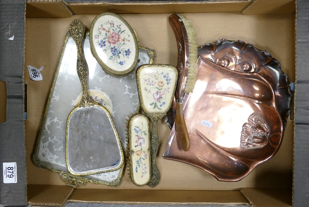 A mixed collection of item to include: Beldray Copper Crumb Tray & Brush, base metal dressing - Image 3 of 3