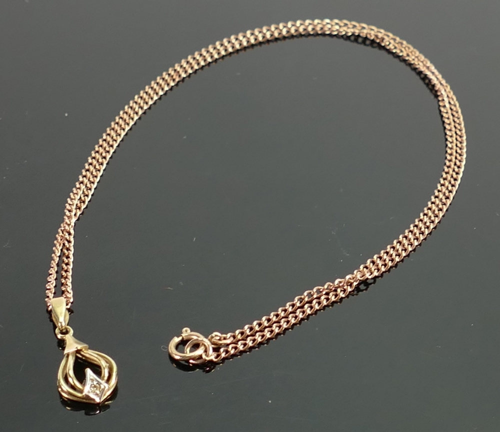 9ct yellow gold pendant and 9ct rose gold chain: Gross weight 3.6g, length of chain 42cm.