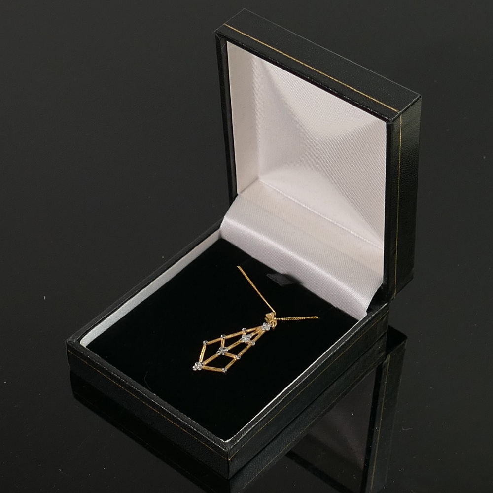 9ct gold diamond cut spiders web pendant and 18inch necklace, QVC brand new & boxed, 2.g.