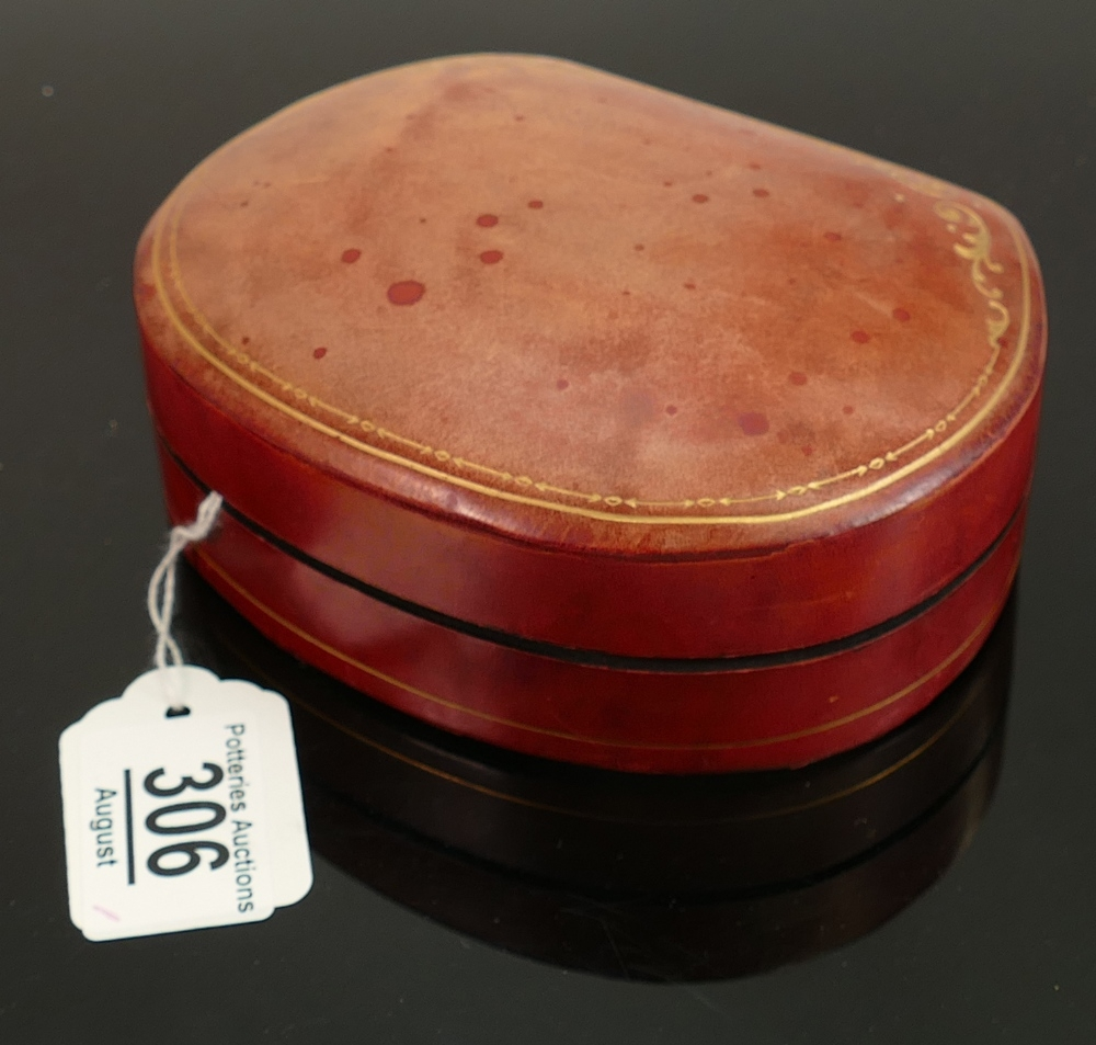 Liberty leather jewel casket: Measures 14cm x 11cm x 5.5cm high appx. A high quality hand tooled and - Image 2 of 2