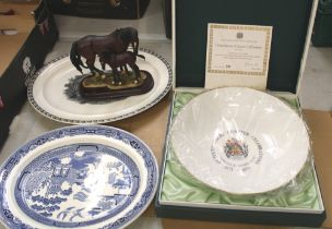 Mixed collection of items: 2 Wedgwood planters, boxed Minton Octocentenary bowl and a Leonardo horse