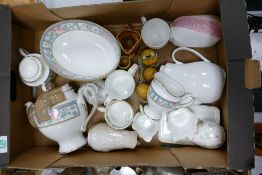 A mixed collection of items to include: Royal Grafton Sumatra patterned Tea Service & Bowl,