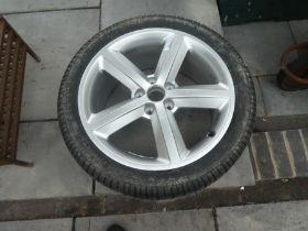 Pirelli 245/40ZR1897Y tyre and rim for Audi car
