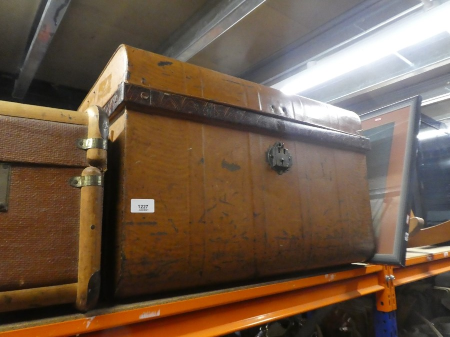 A metal trunk and another wooden metal bound trunk - Image 2 of 2