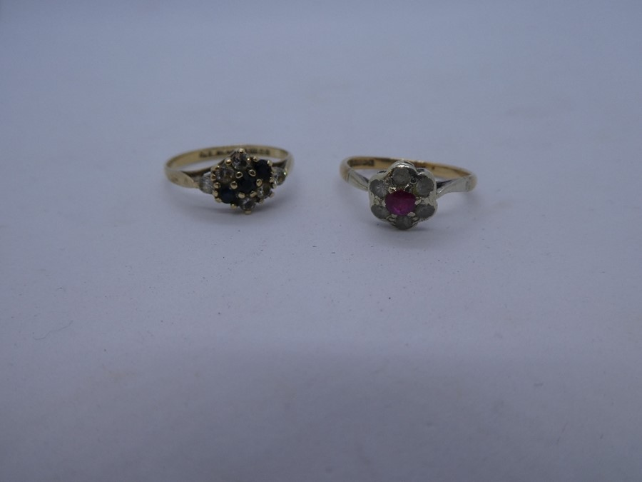 2 x 9ct Gold gemstone detail rings inc. sapphire, cluster 3.1g