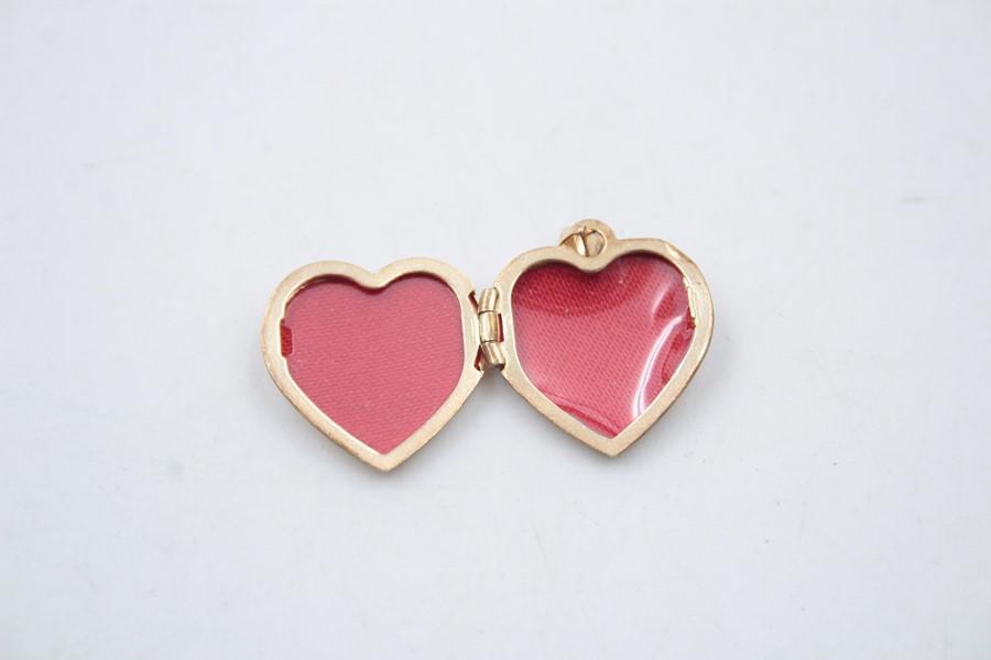 2 x 9ct Gold heart jewellery inc. earrings, locket 2.6g - Image 6 of 6