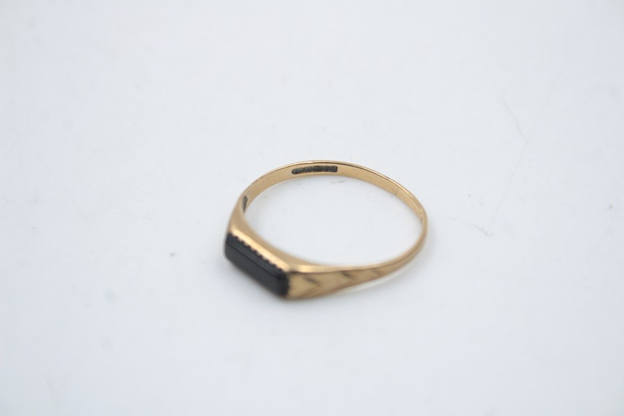 2 x 9ct Gold signet rings inc. onyx, engraved 1.9g - Image 9 of 9