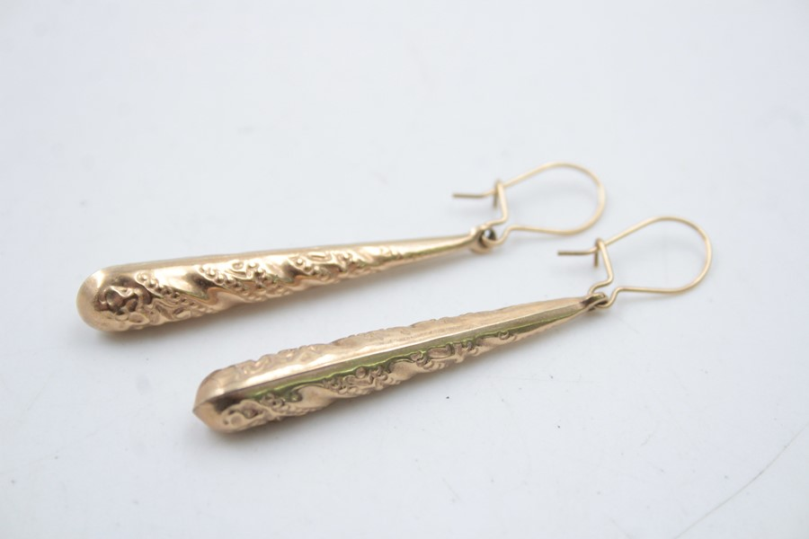 2 x 9ct Gold ornate drop earrings 3.2g - Image 3 of 5