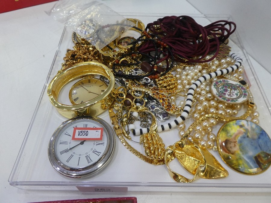 Tray of mixed costume jewellery to include bracelets, pearls, necklaces, etc