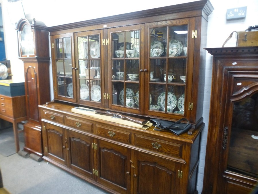 A Reproduction bespoke oak dresser with glazed top, 203 cms - Image 2 of 2