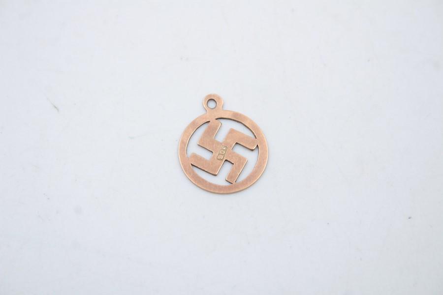 Antique 9ct gold swastika pendant / charm 0.5g - Image 2 of 4