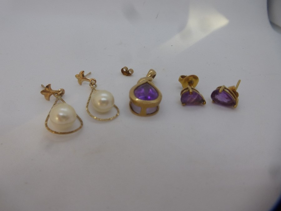 9ct yellow gold amethyst set pendant and matching stud earrings marked 375 together with a pair of p