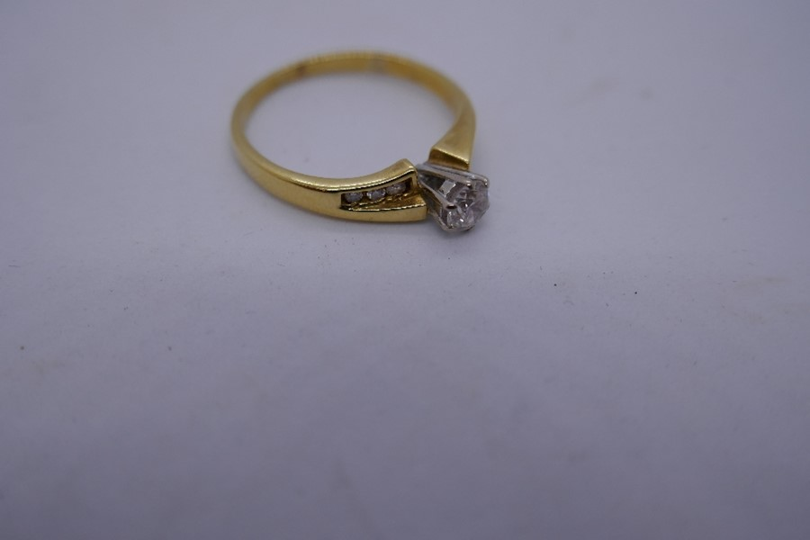 18ct yellow gold solitaire diamond ring, the shoulders set with diamonds, marked 750, size size O, 2 - Image 3 of 3