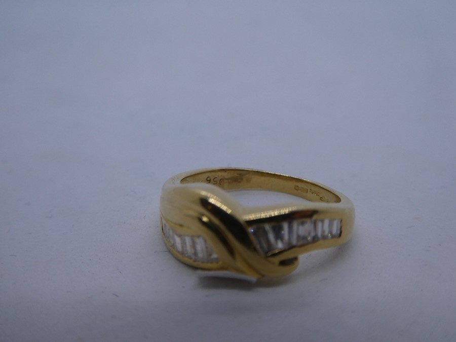 18ct yellow gold crossover design ring with tapered baguette cut diamond to shoulder, marked 750, ap - Image 2 of 4