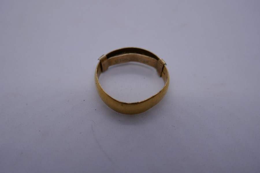 22ct yellow gold wedding band, size K, 2.6g