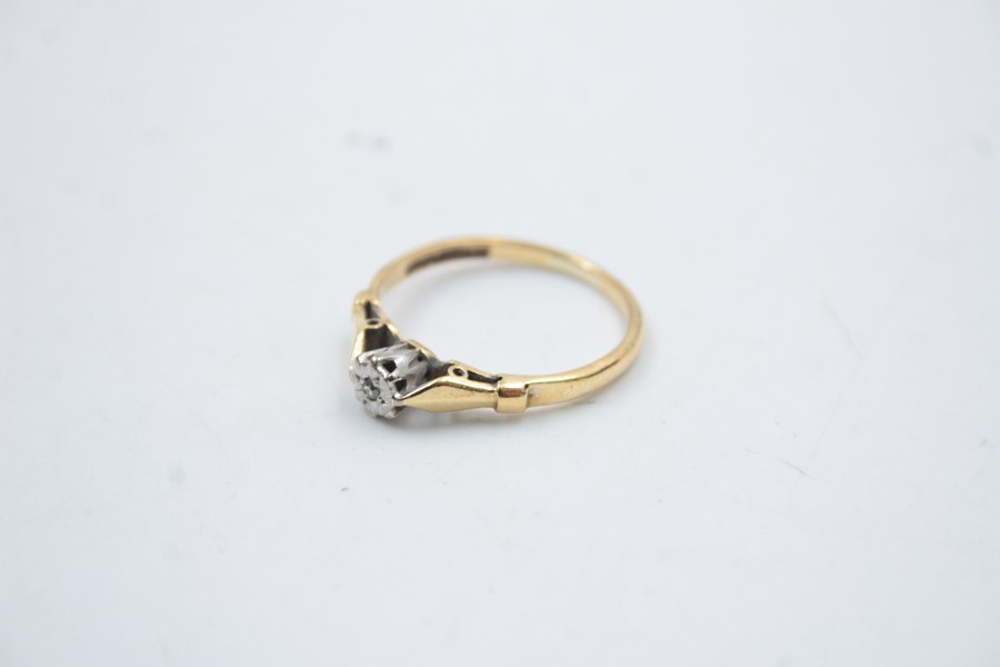 18ct gold diamond solitaire ring 2.6g - Image 2 of 6