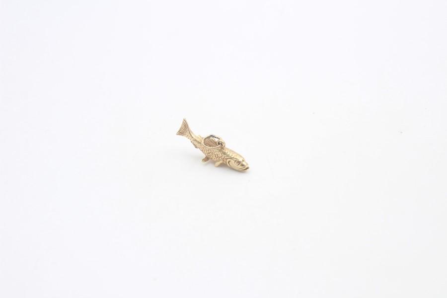 9ct gold cod fish pendant / charm 3.9g