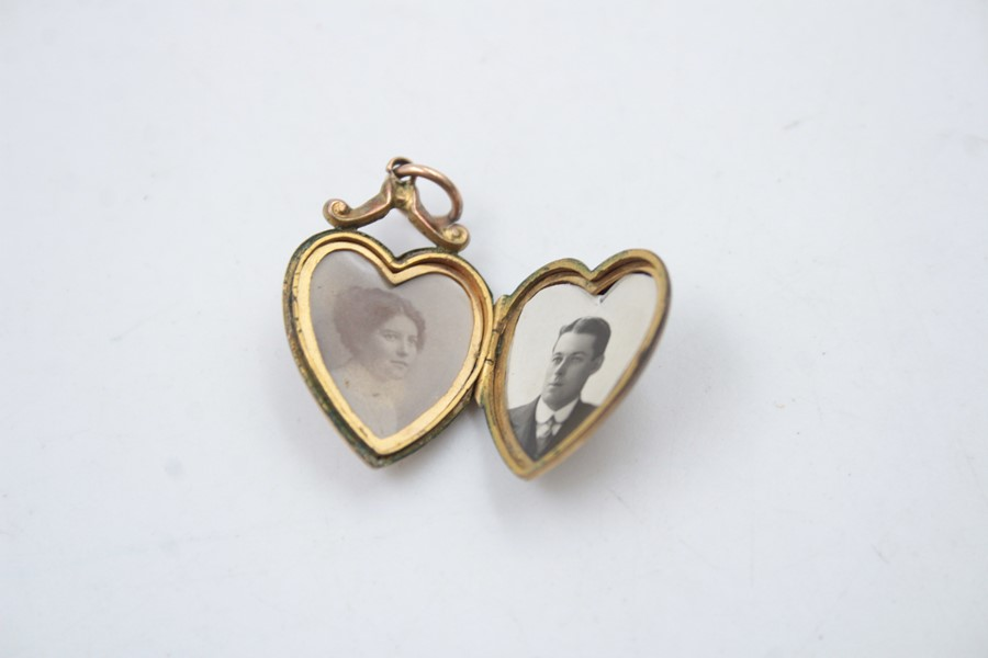 9ct Gold back & front diamond heart locket 2.5g - Image 3 of 5