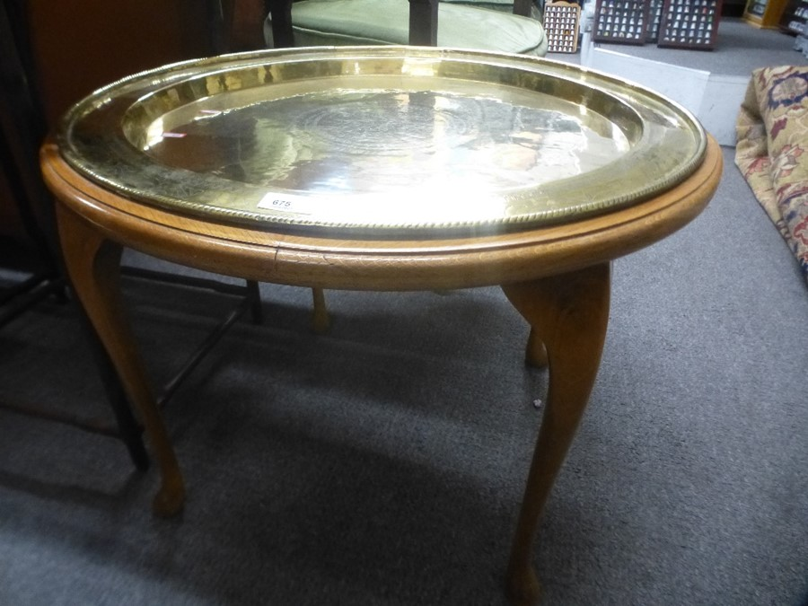 A circular brass tray top table on cabriole legs - Image 2 of 2