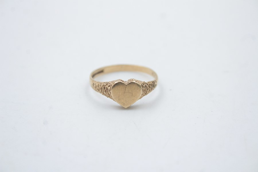 9ct gold heart shaped signet ring 1.5g - Image 6 of 6
