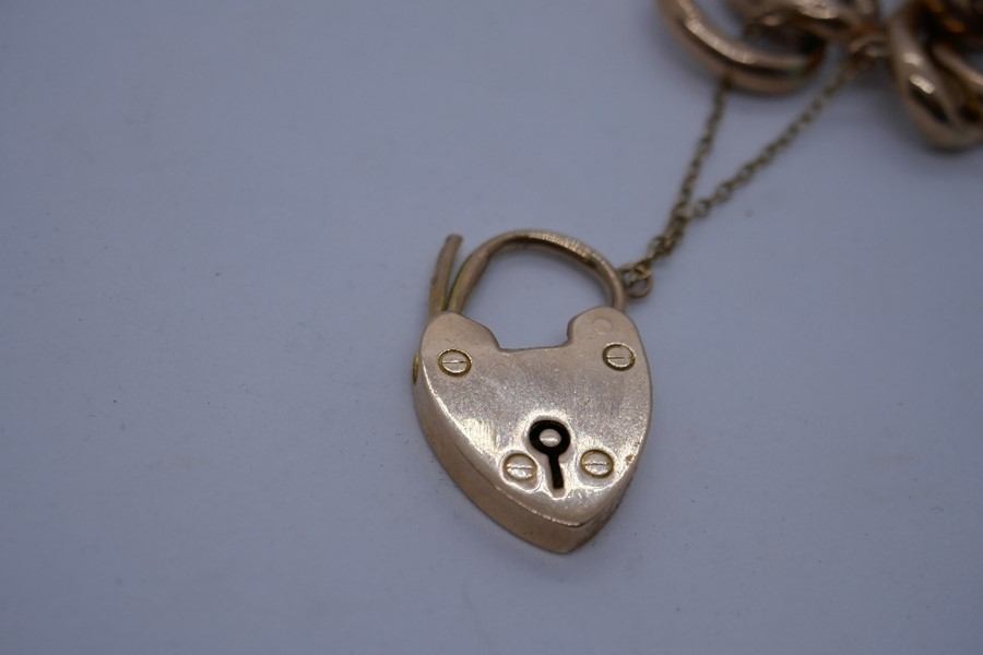 9ct rose gold bracelet with heart shaped clasp and safety chain, marked 375, 24.9g in a blue leather - Image 4 of 5