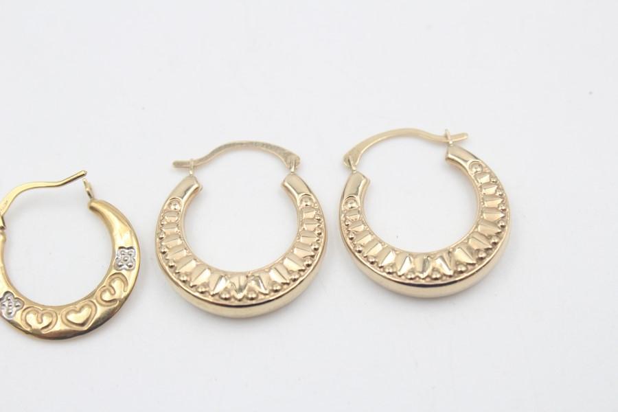 2 x 9ct Gold hoop earrings inc. ornate, heart design 1.7g - Image 3 of 5