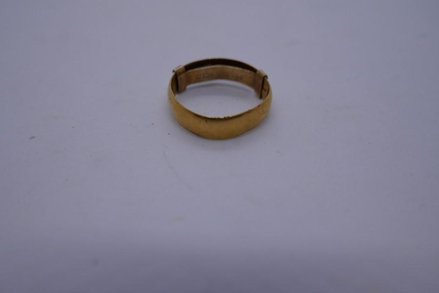 22ct yellow gold wedding band, size K, 2.6g - Image 2 of 4